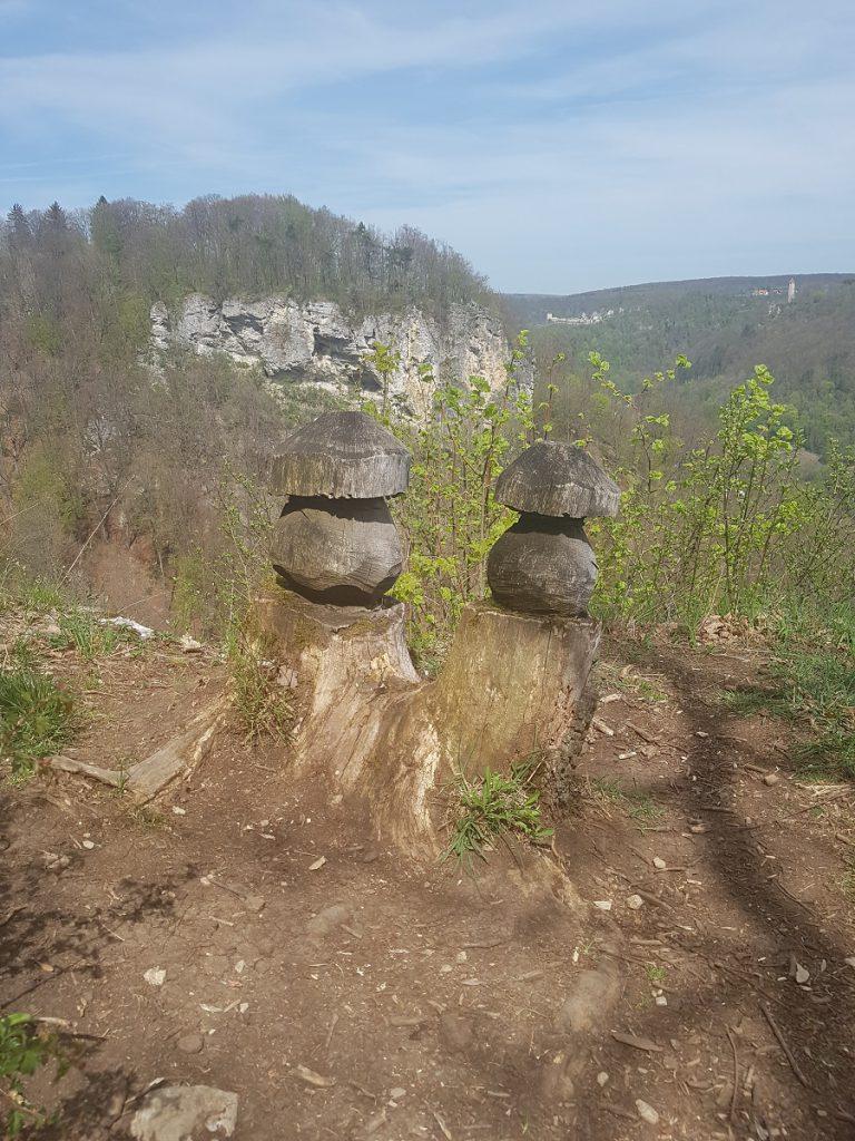 Während wir auf dem Filstalgucker wandern, stellen wir uns die Frage, ob diese Felsformation Namensgeber für die Löwenpfade gewesen ist?