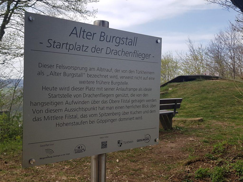"""Wir befinden uns hier übrigens bei unserer Wanderung vom Filstalgucker Löwenpfad am """"Alten Burgstall"""". Hier sind fast immer auch andere Wanderer anzutreffen."""