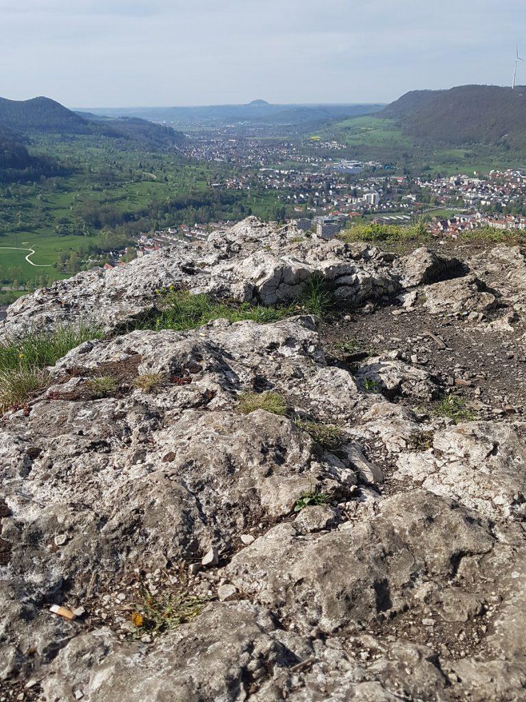 Felsgestein und tolle Aussichten: dies zeichnet diesen Rundwanderweg auf der Schwäbischen Alb aus!