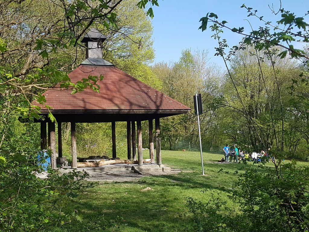 Ein Wanderparkplatz mit Grillstelle für die Selbstversorger ist auf diesem Löwenpfad auch vorhanden.