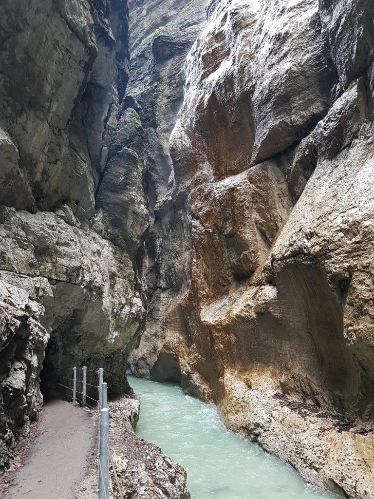 Es kann los gehen: wir starten unsere Partnachklamm Wanderung bei Garmisch!
