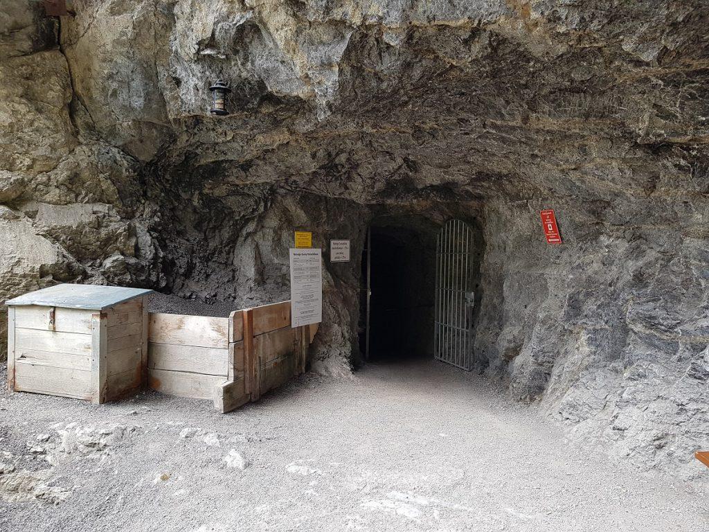 Die Wanderung innerhalb der Klamm findet hier ihr Ende. Weiter aber geht es natürlich zu einigen tollen Almhütten und der bekannten Eisernen Brücke von Garmisch Partenkirchen!