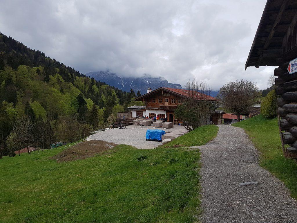 Die nächste Alm wartet beim Wandern oberhalb der Partnachklamm auf uns: die Kaiserschmarrn-Alm!