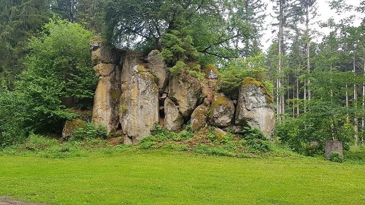Mystische Felsformation auf dem Querweg