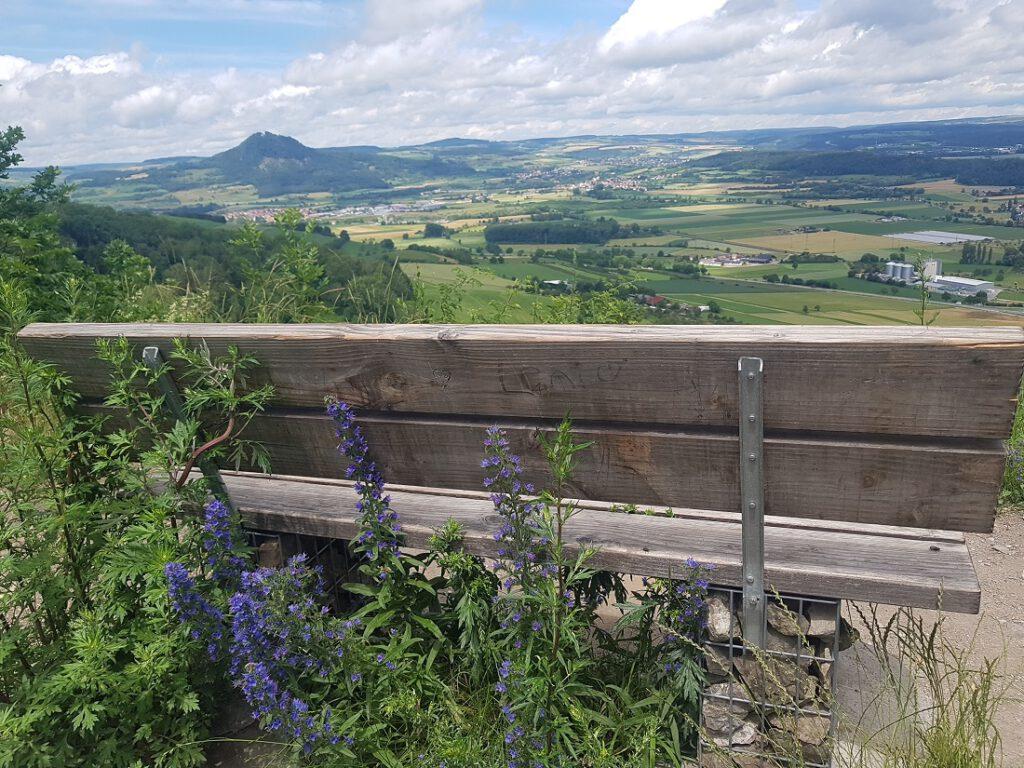 Malerische Aussicht über den Hegau und seine Berge