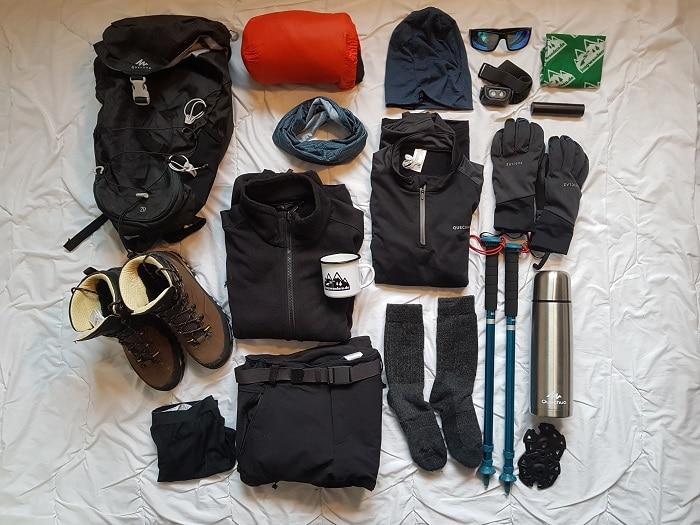 Ausrüstungsset für eine Wanderung