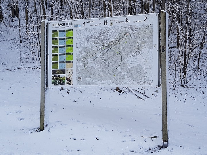 Hinweistafel Wanderwege in Heubach