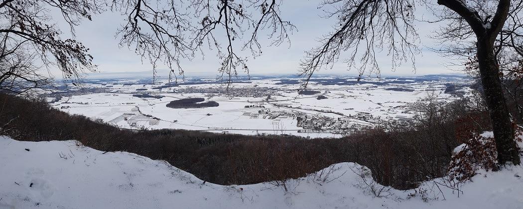 Panoramaussicht von der verschneiten Ostalb