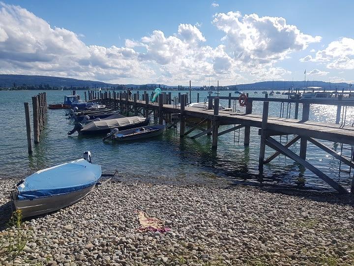 Steg in Radolfzell am Bodensee mit Boot