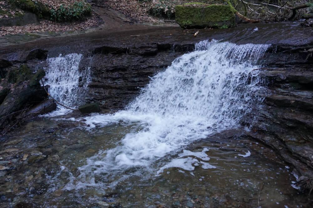 rauschender Wasserfall in Strümpfelbachschlucht