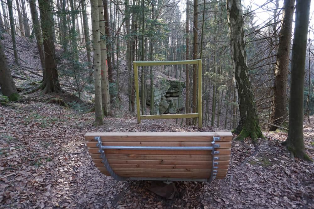 Wellnessliege im Wald
