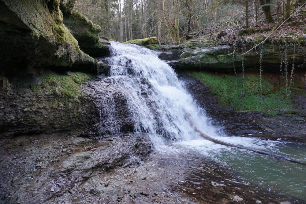 Imposanter Wasserfall in der Edenbachschlucht