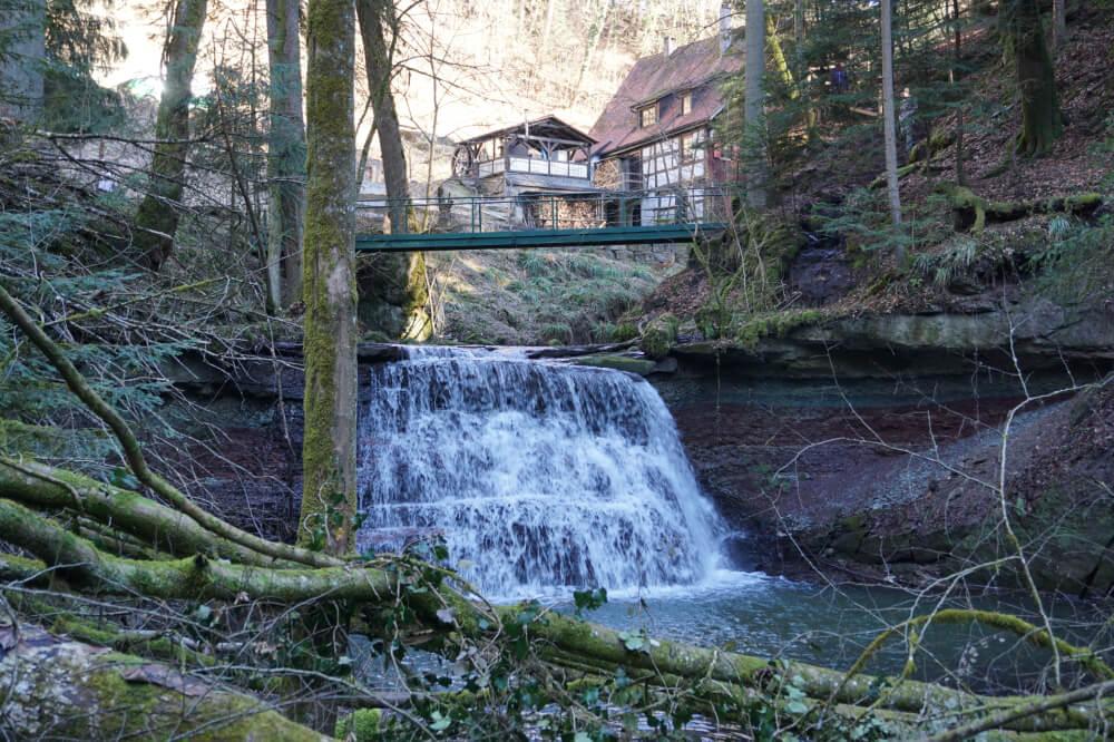 Laufenmühle mit kleinem Wasserfall