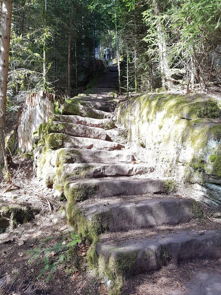 viele Treppenstufen