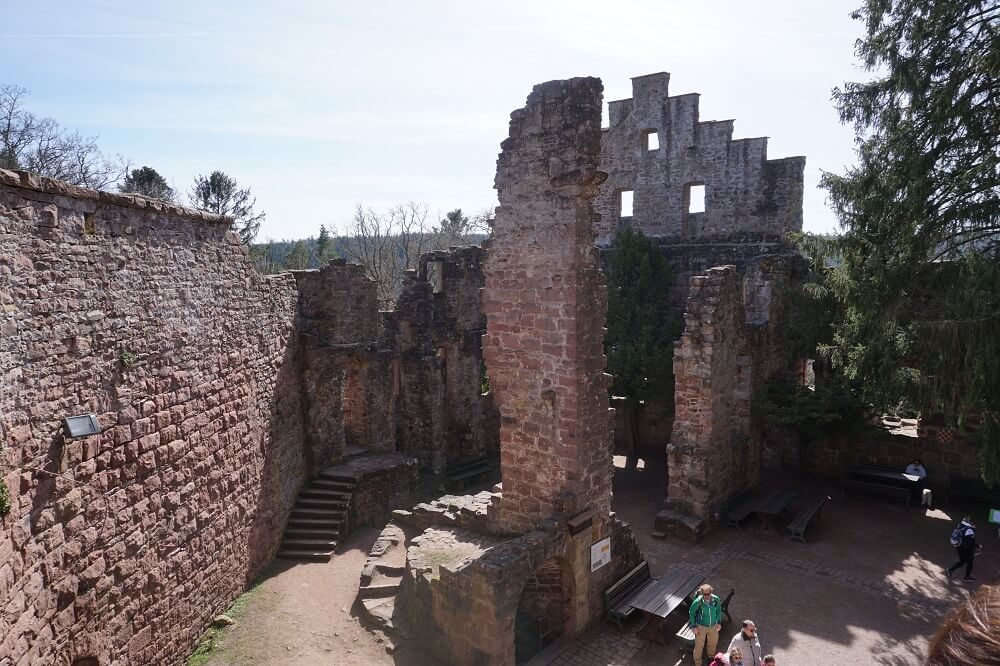 Innenhof Burgruine Zavelstein