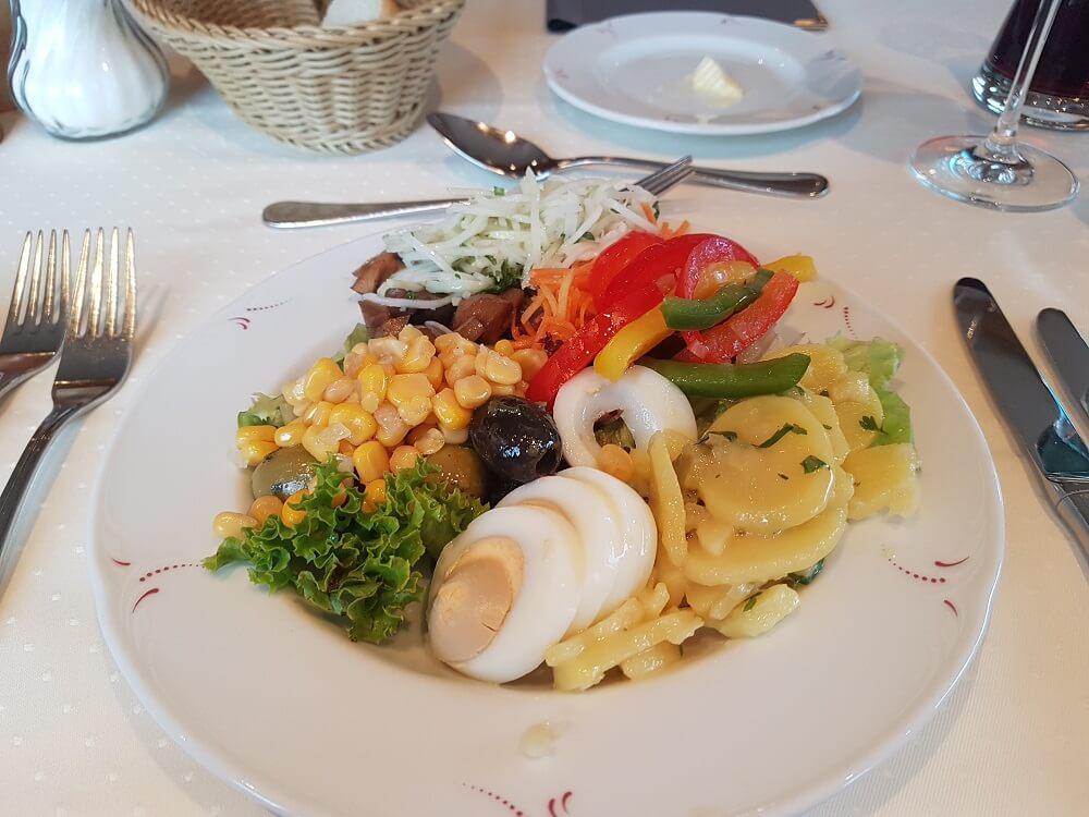 Salatteller Hotel Bernauer Alb