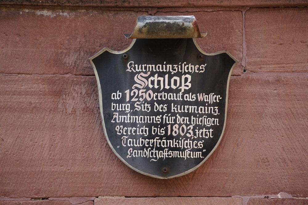 Altes Schild am Kumainzischen Schloss