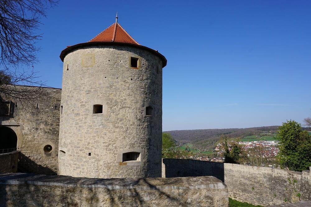 Burg Neuhaus mit weiter Aussicht