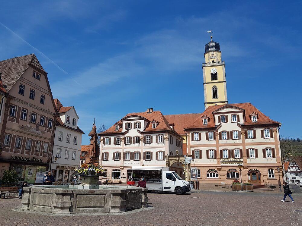Marktplatz in Bad Mergentheim mit Brunnen