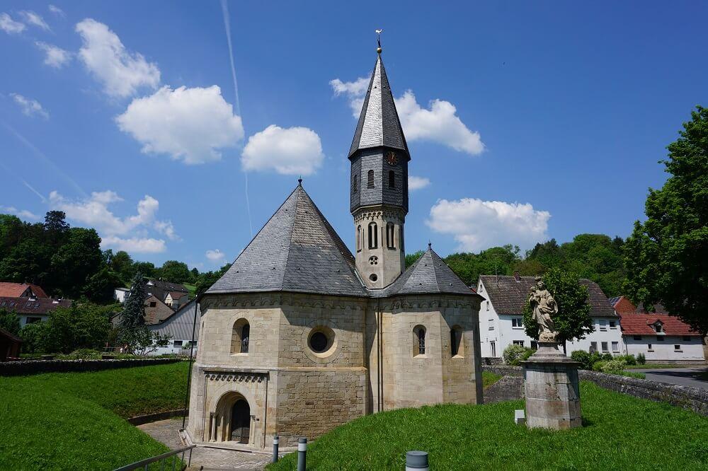 alte Kirche auf Jakobsweg Main-Taubertal
