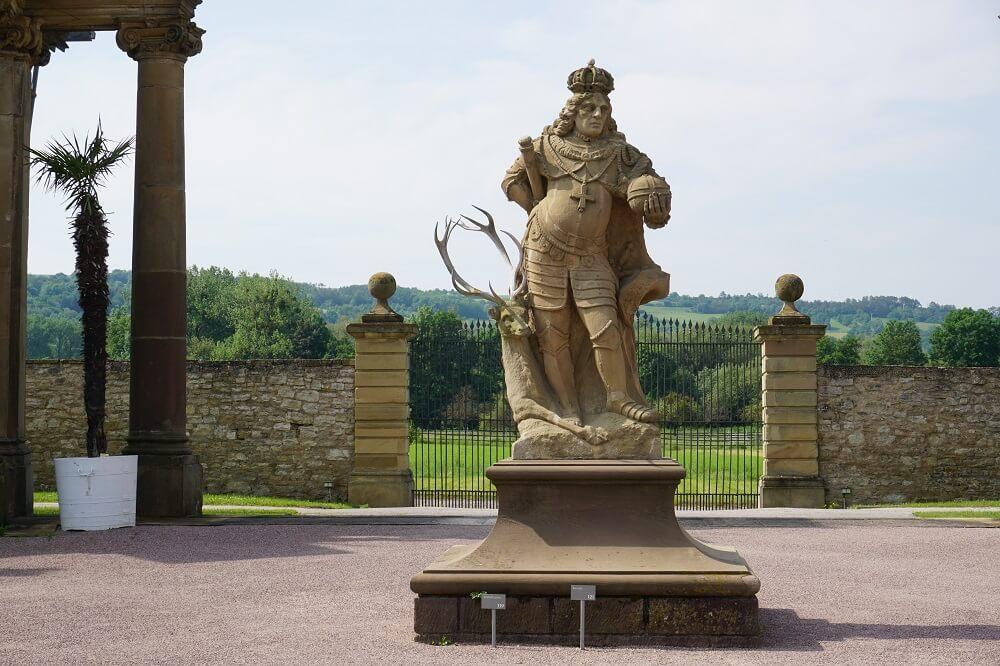 Figuren im Garten von Schloss Weikersheim
